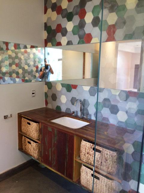 Ladrilhos Hidráulicos, uma febre na área de decoração  Ladrilhos Petrópolis -> Banheiro Decorado Ladrilho Hidraulico